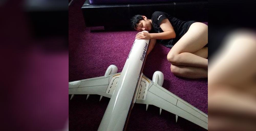 यस्ती युवती, जो विमानसँग बिहे गर्दैछिन् !